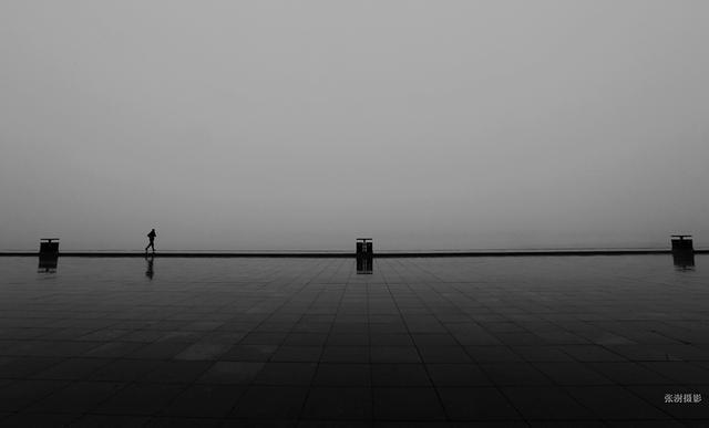 大雾中的哈尔滨 就像噪点极大的黑白老照片